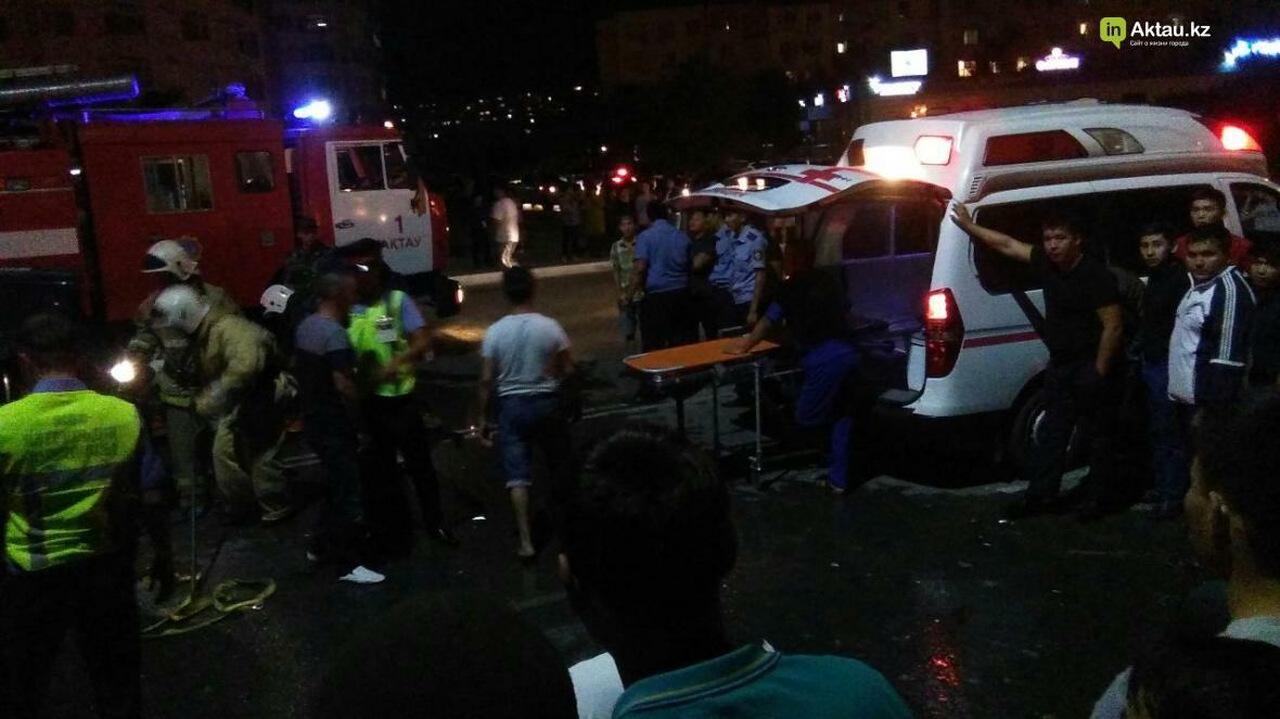 В Актау в результате столкновения трех автомобилей зажало человека. Фото, фото-1