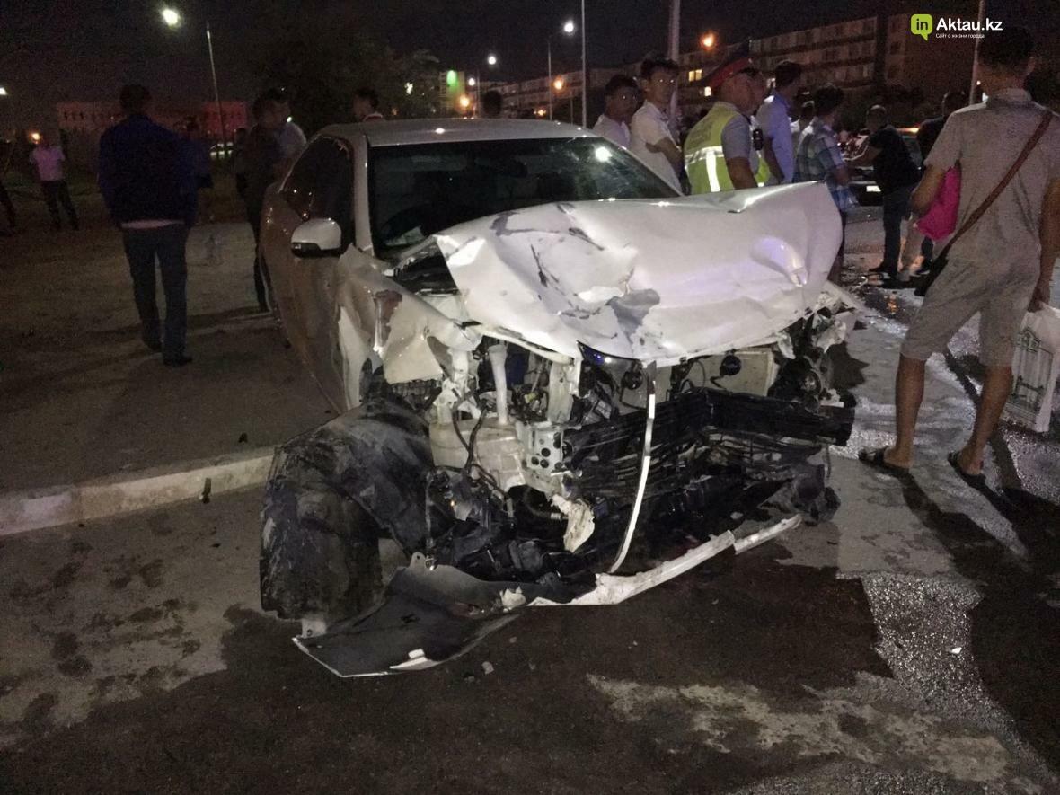 В Актау в результате столкновения трех автомобилей зажало человека. Фото, фото-2