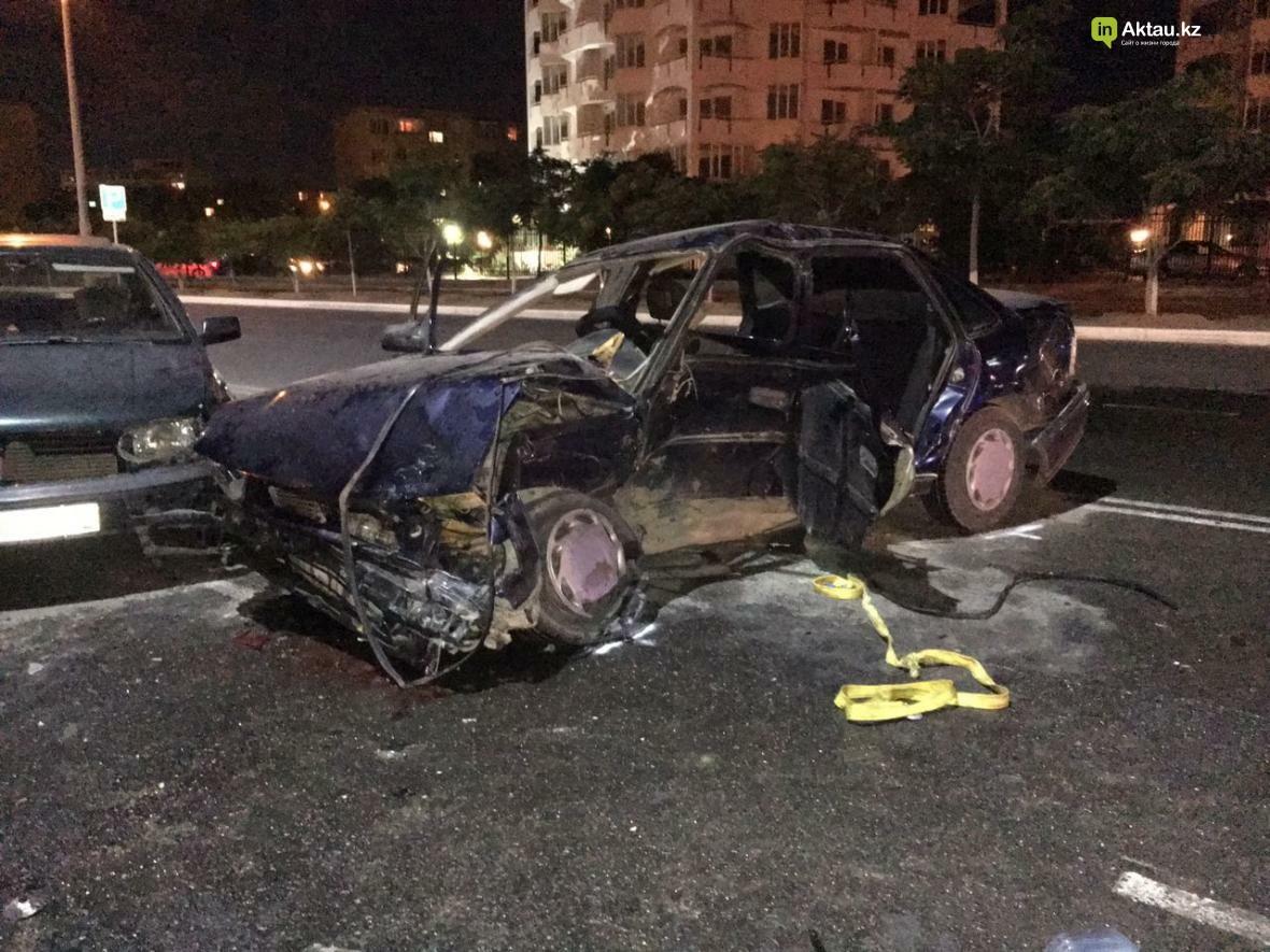 В Актау в результате столкновения трех автомобилей зажало человека. Фото, фото-7