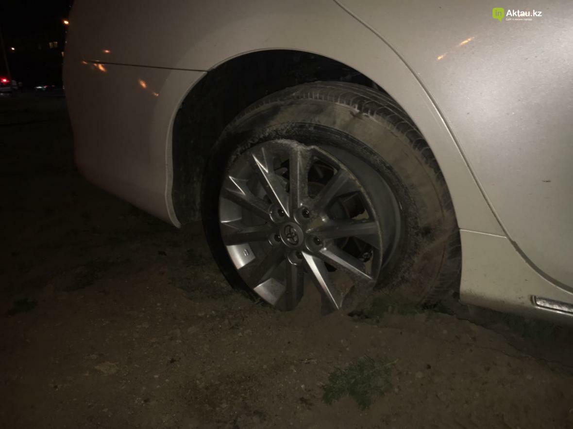 В Актау в результате столкновения трех автомобилей зажало человека. Фото, фото-4