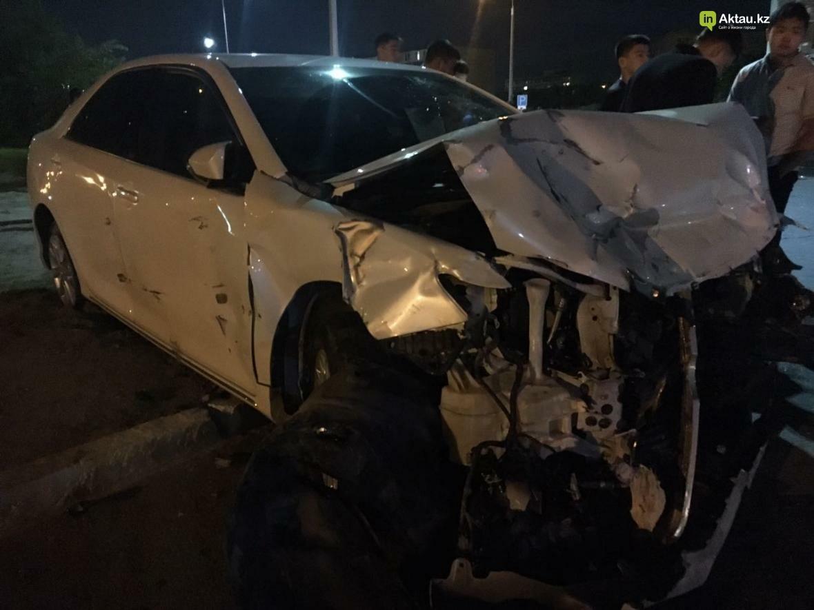 В Актау в результате столкновения трех автомобилей зажало человека. Фото, фото-3