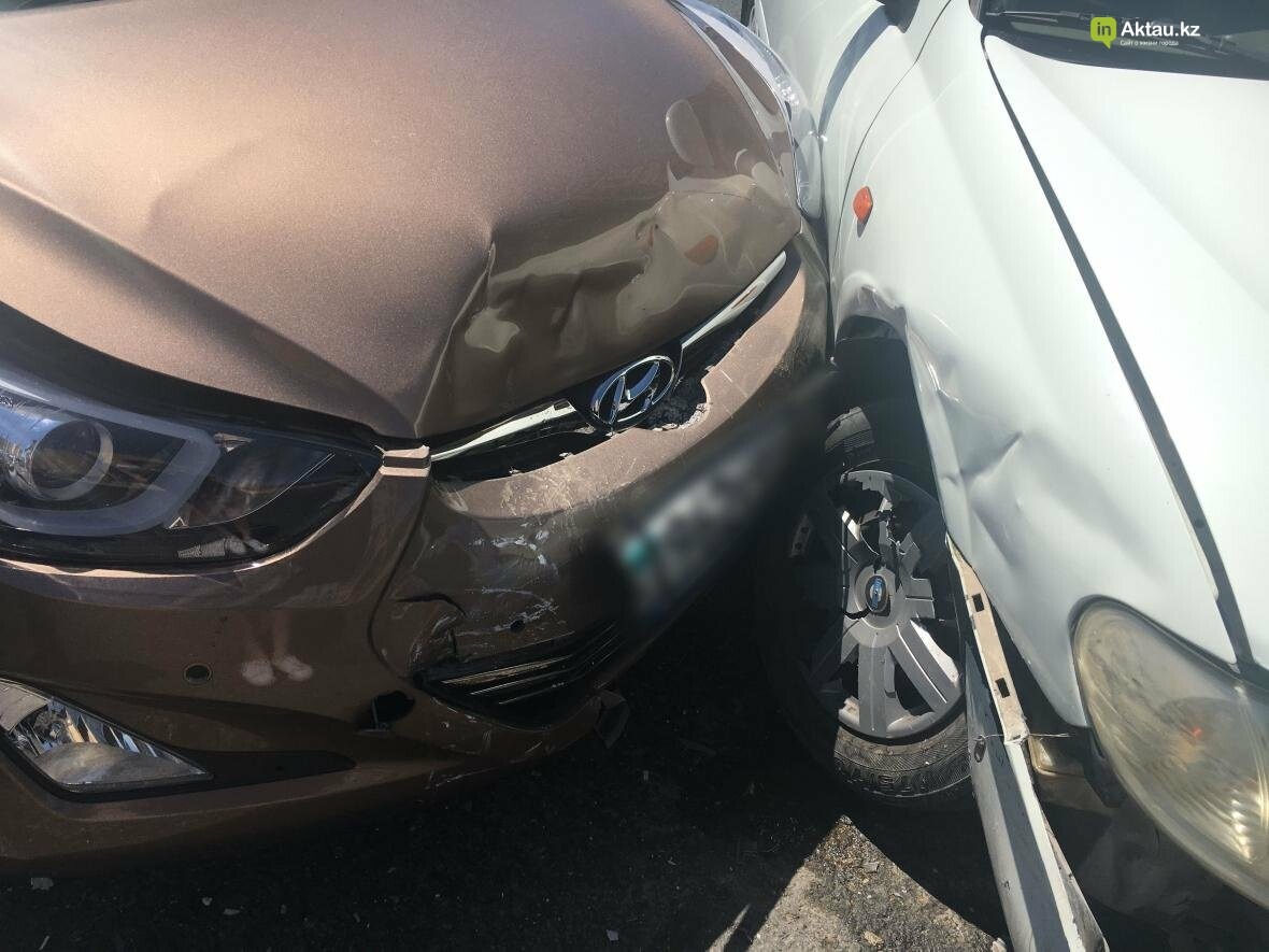 "На перекрестке у ЖК ""Дукат"" столкнулись два автомобилиста. Фото, фото-1"
