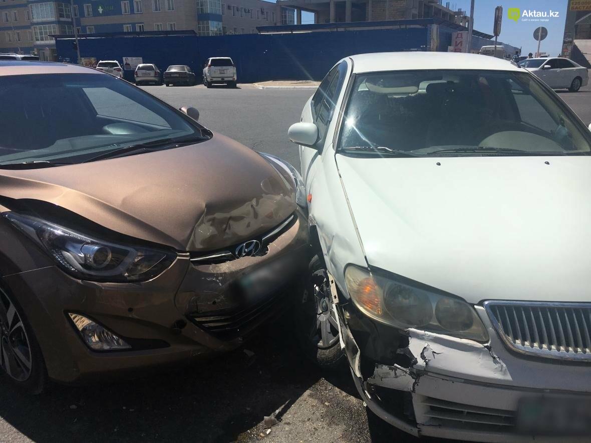 "На перекрестке у ЖК ""Дукат"" столкнулись два автомобилиста. Фото, фото-3"