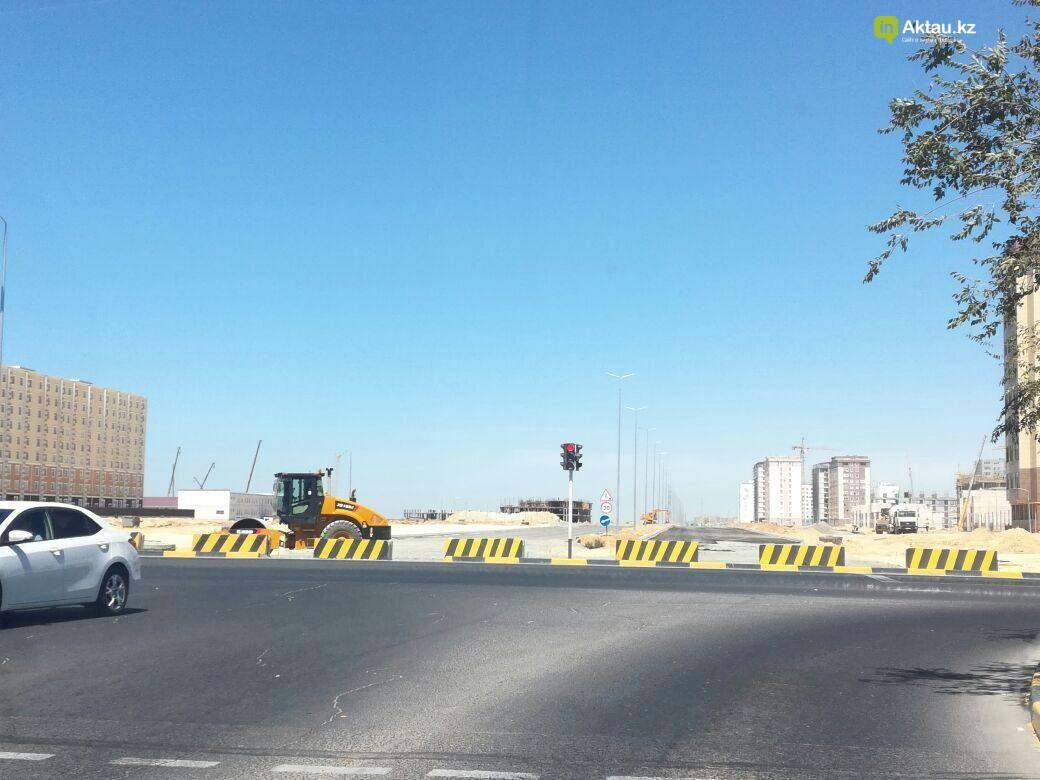 В Актау в новых микрорайонах строятся тротуары на 150 млн тенге. Видео, фото-2