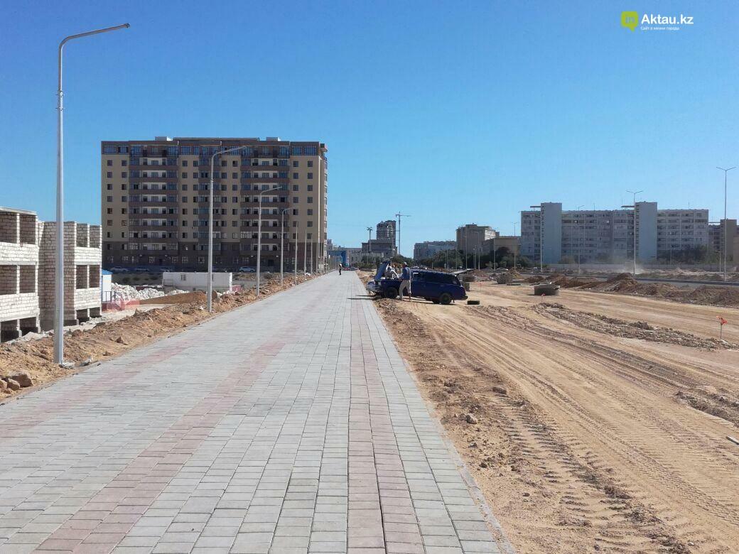 В Актау в новых микрорайонах строятся тротуары на 150 млн тенге. Видео, фото-1