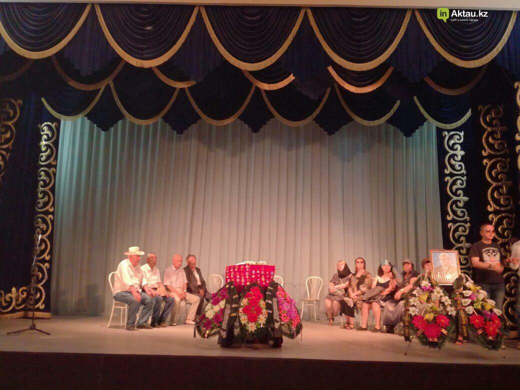 Жители Актау проводили Виктора Нечаева в последний путь (Видео), фото-1