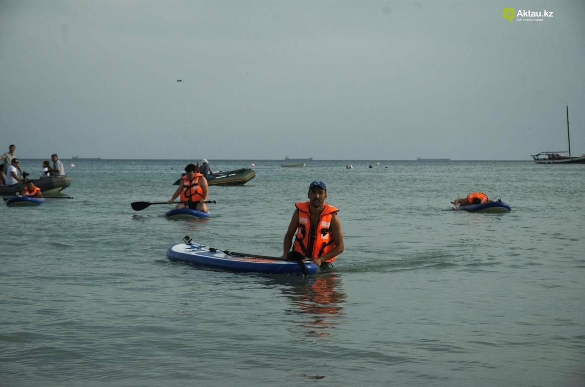 Жители Актау впервые попробовали себя в сапсерфинге (Видео), фото-10
