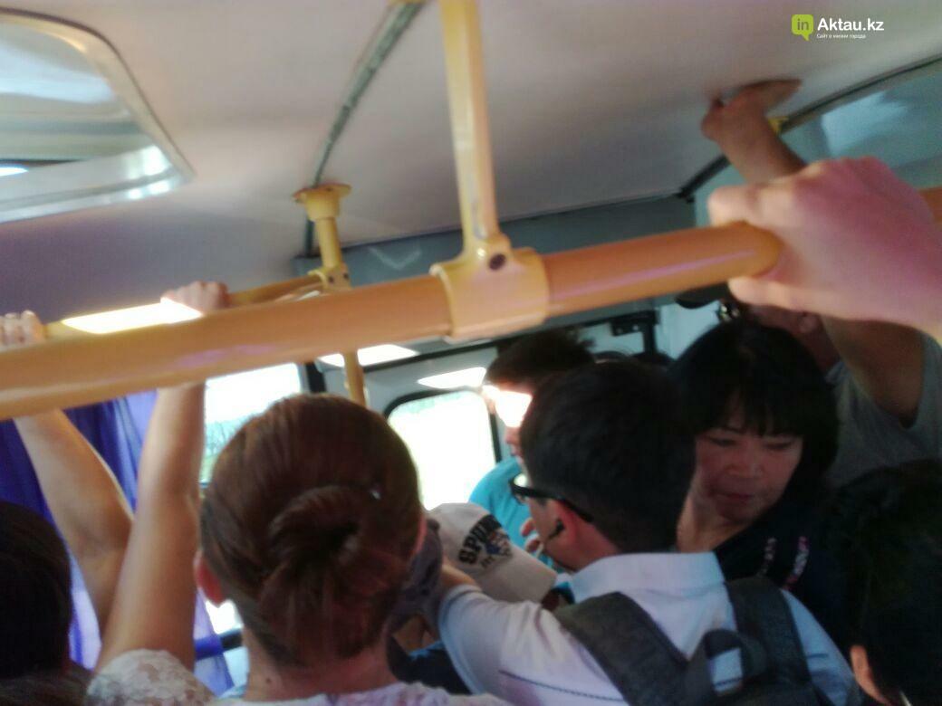 Жители Актау пожаловались на переполненные автобусы, фото-2