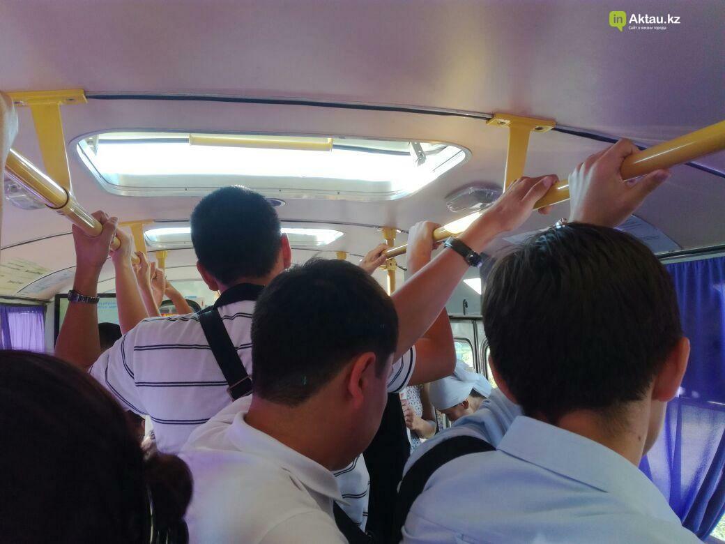 Жители Актау пожаловались на переполненные автобусы, фото-1