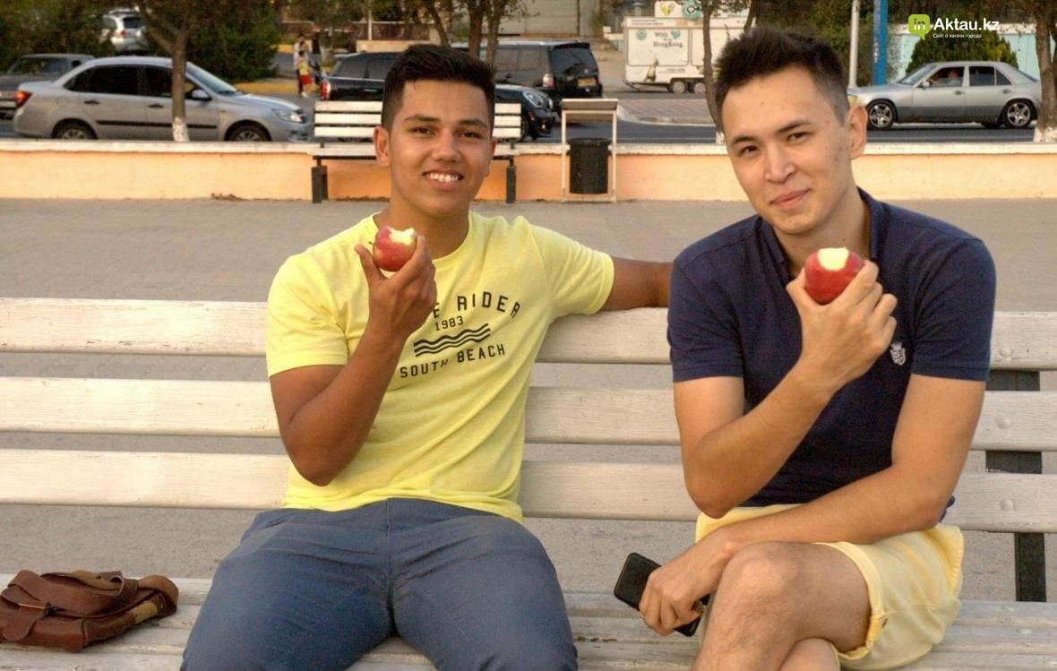 Корреспонденты ИнАктау витаминизировали жителей города (Видео), фото-2