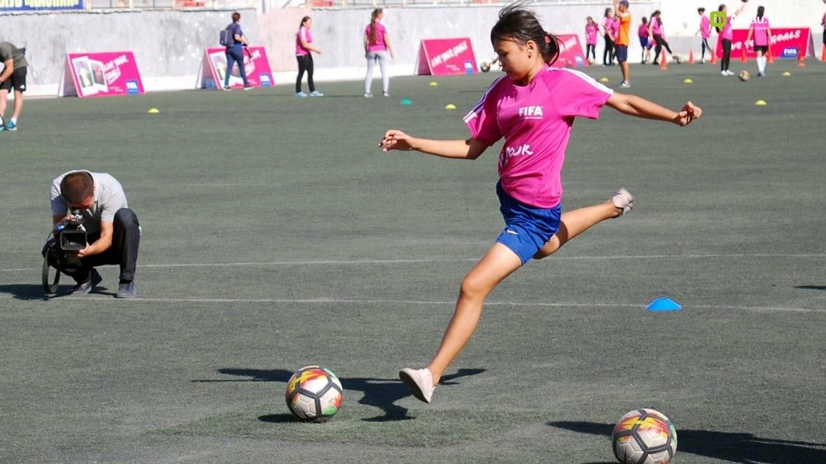 """В Актау прошел фестиваль женского футбола """"Live Your Goals-2017"""", фото-2"""