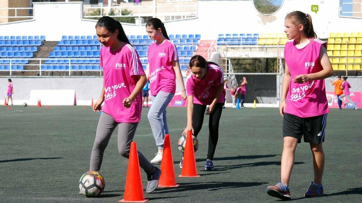"""В Актау прошел фестиваль женского футбола """"Live Your Goals-2017"""", фото-5"""