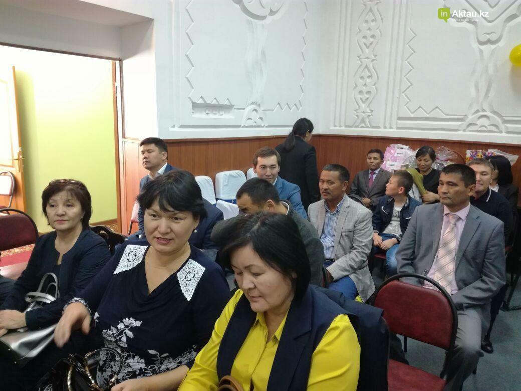 Госслужащие Актау провели благотворительную акцию для пожилых, фото-2