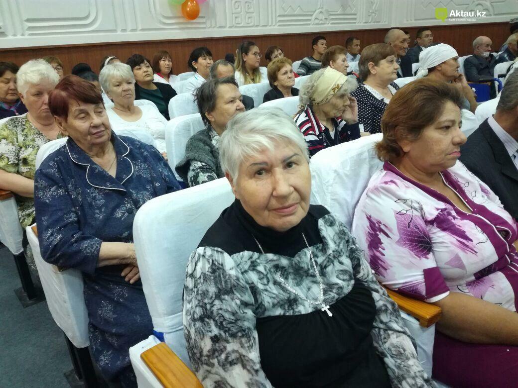 Госслужащие Актау провели благотворительную акцию для пожилых, фото-6