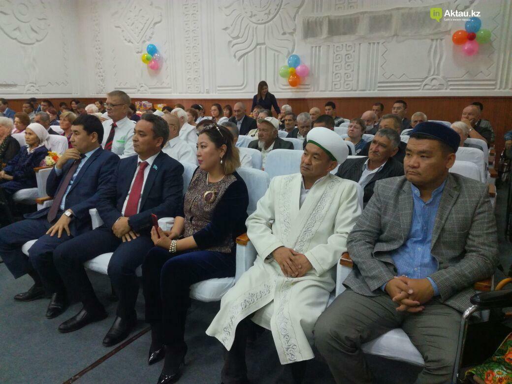 Госслужащие Актау провели благотворительную акцию для пожилых, фото-3
