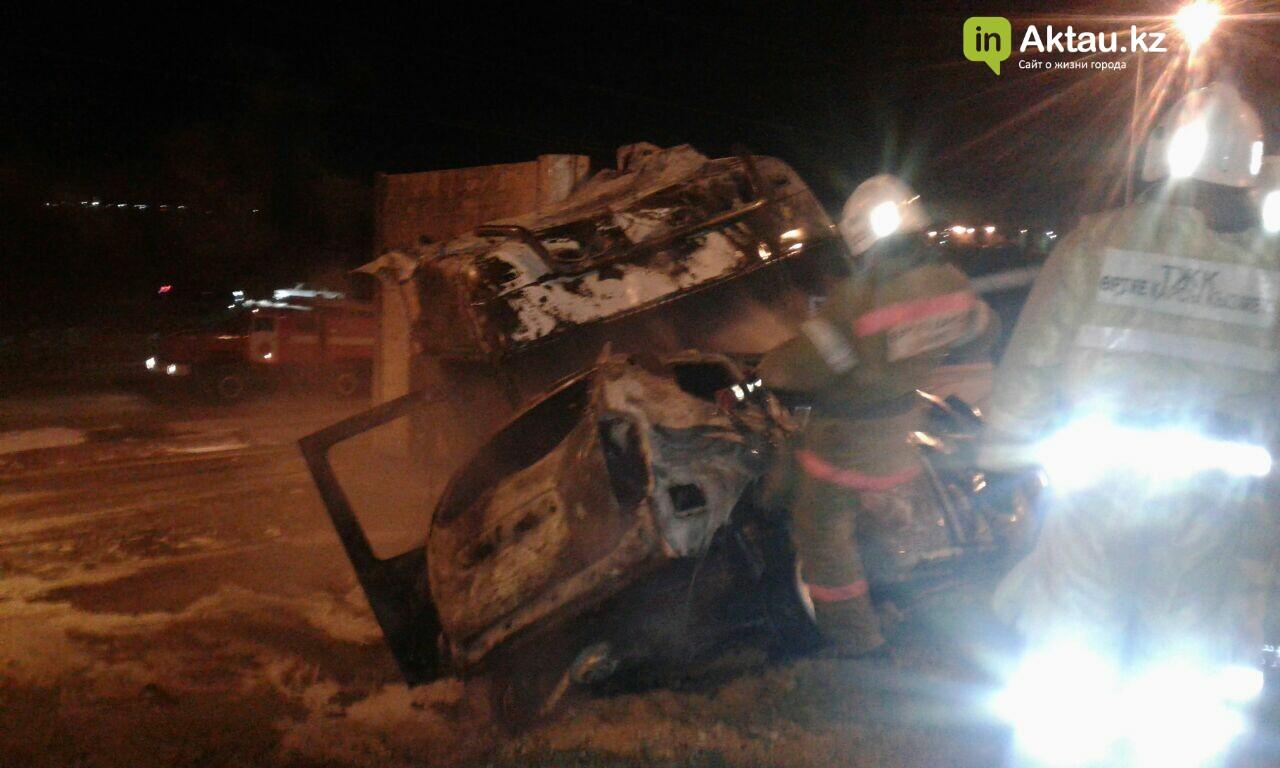 В районе Жетыбая столкнулись и загорелись два автомобиля (Видео), фото-3