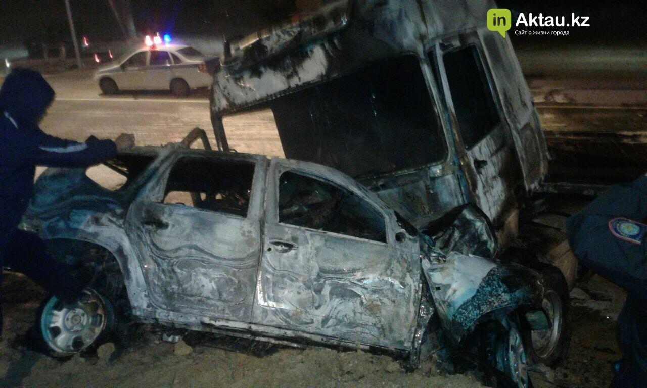 В районе Жетыбая столкнулись и загорелись два автомобиля (Видео), фото-4