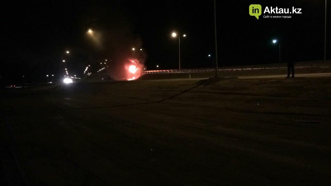 В районе Жетыбая столкнулись и загорелись два автомобиля (Видео), фото-1
