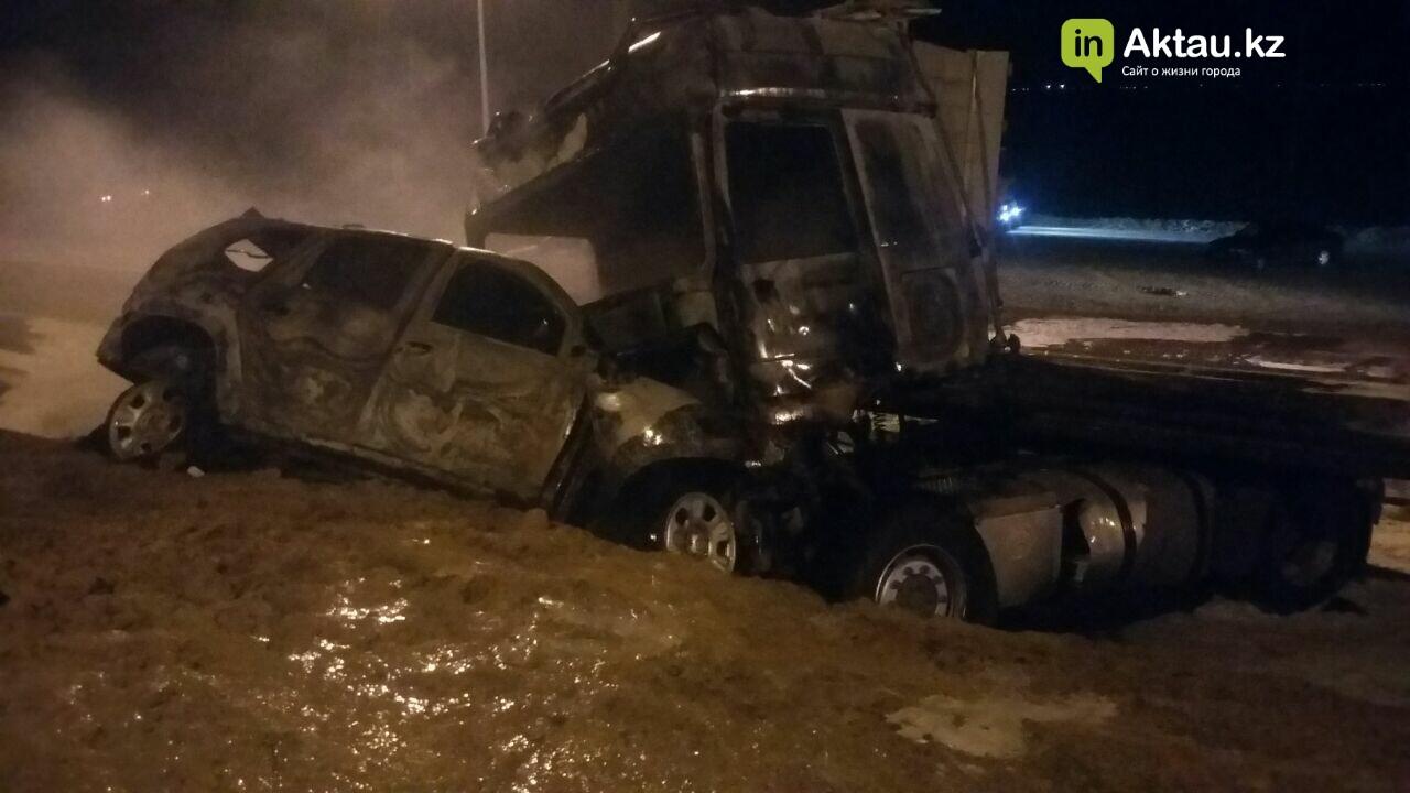 В районе Жетыбая столкнулись и загорелись два автомобиля (Видео), фото-2