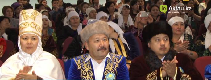 В Актау среди нефтяников прошел конкурс национальной одежды, фото-1