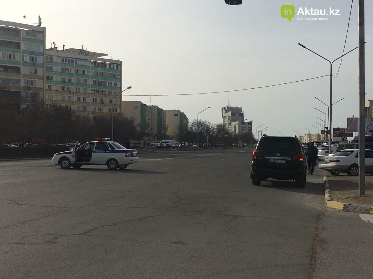 В Актау временно перекрыли дорогу возле ЦОНа между 13 и 15 микрорайонами, фото-1
