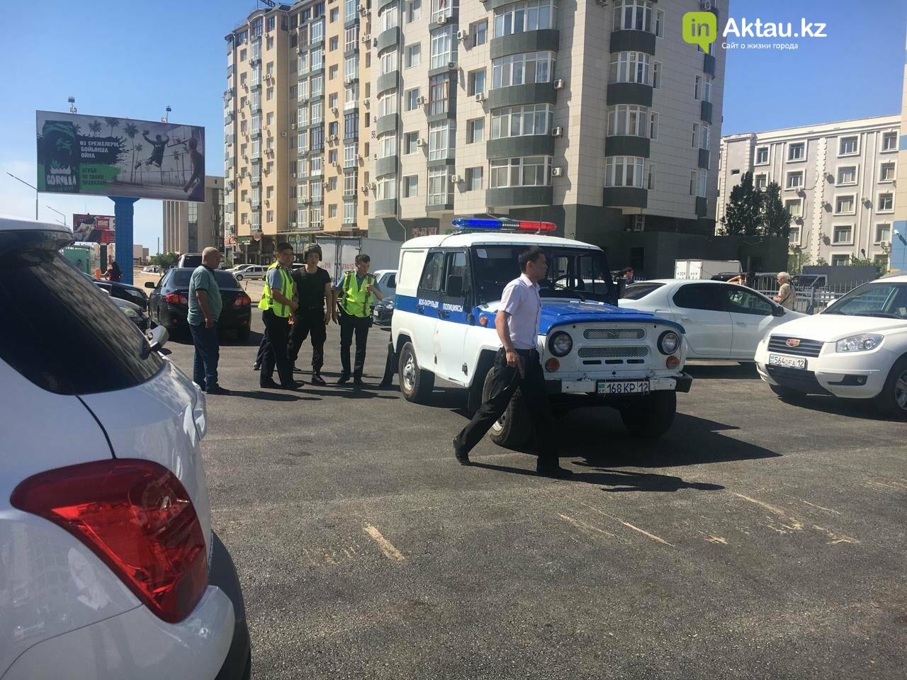 """Очевидцы: На отделение """"Цеснабанка"""" в Актау напали вооружённые люди (ДОПОЛНЕНО), фото-3"""