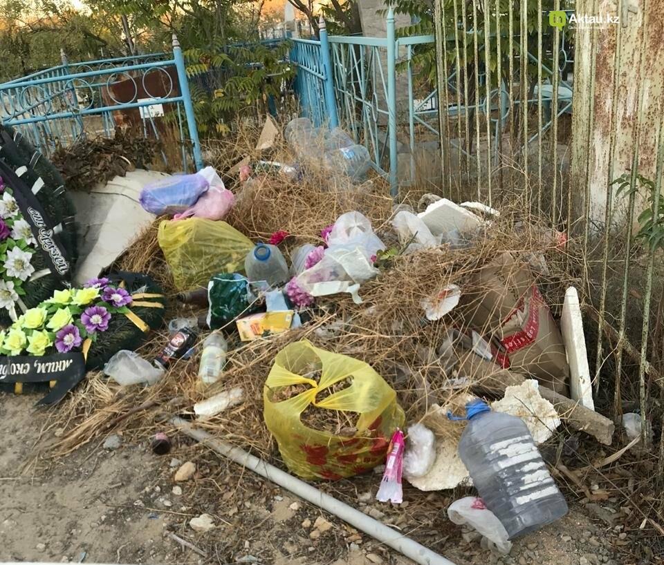 Превратили в свалку: жители Актау пожаловались на состояние христианского кладбища, фото-11