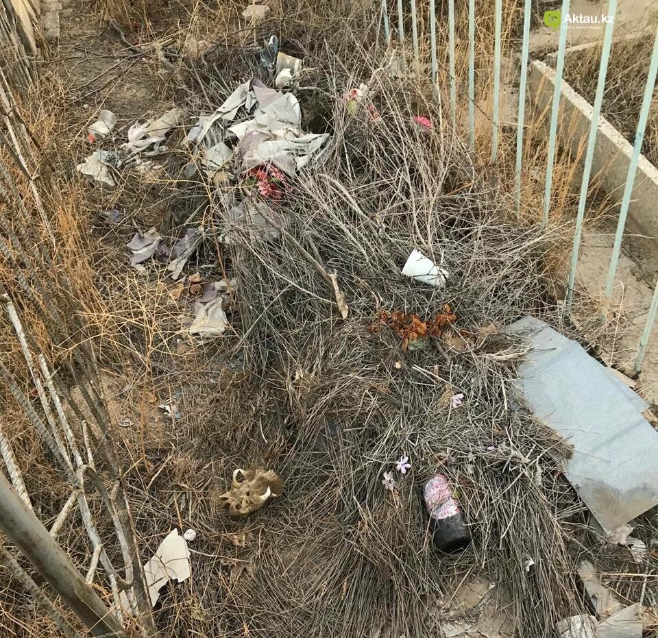 Превратили в свалку: жители Актау пожаловались на состояние христианского кладбища, фото-7