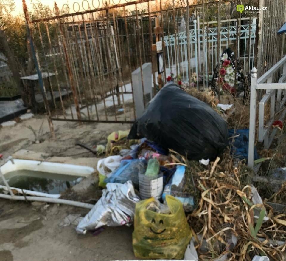 Превратили в свалку: жители Актау пожаловались на состояние христианского кладбища, фото-2