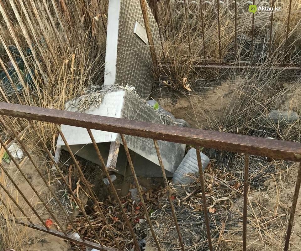 Превратили в свалку: жители Актау пожаловались на состояние христианского кладбища, фото-10
