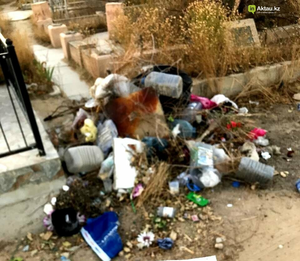 Превратили в свалку: жители Актау пожаловались на состояние христианского кладбища, фото-6