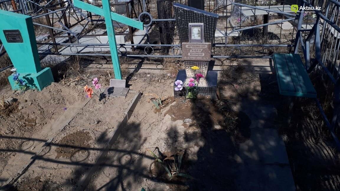 Превратили в свалку: жители Актау пожаловались на состояние христианского кладбища, фото-13