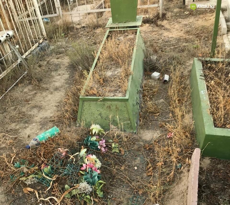 Превратили в свалку: жители Актау пожаловались на состояние христианского кладбища, фото-9