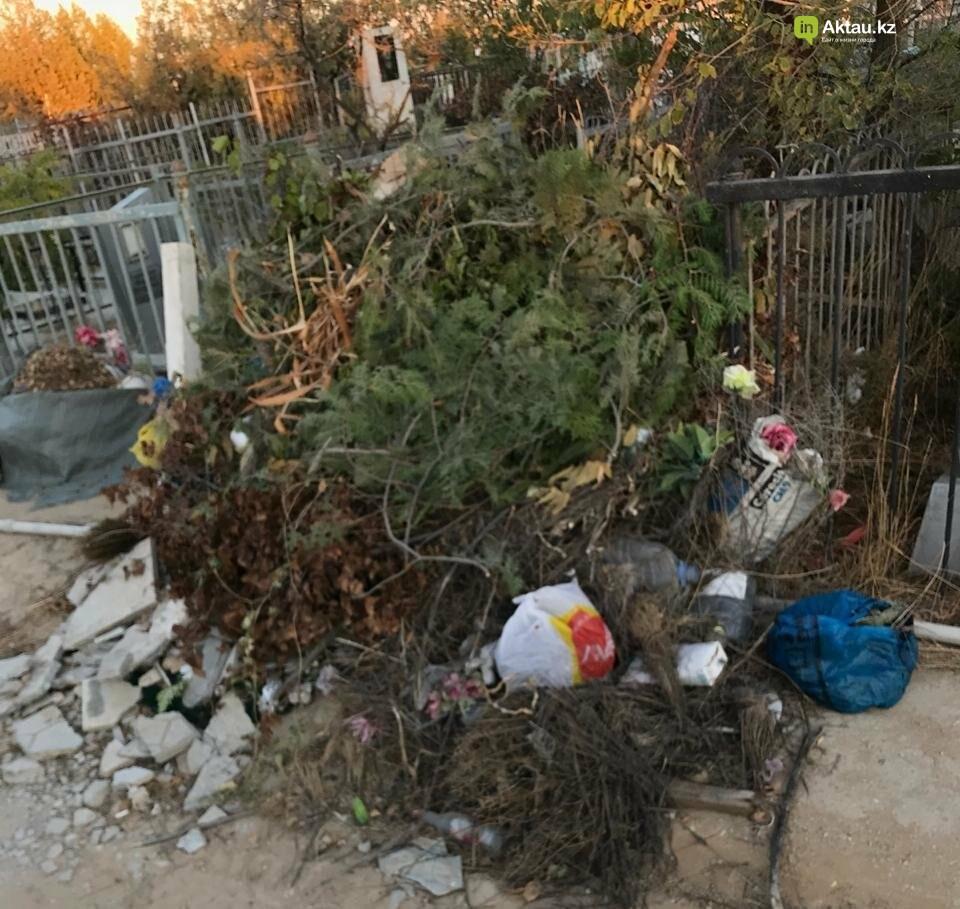 Превратили в свалку: жители Актау пожаловались на состояние христианского кладбища, фото-8
