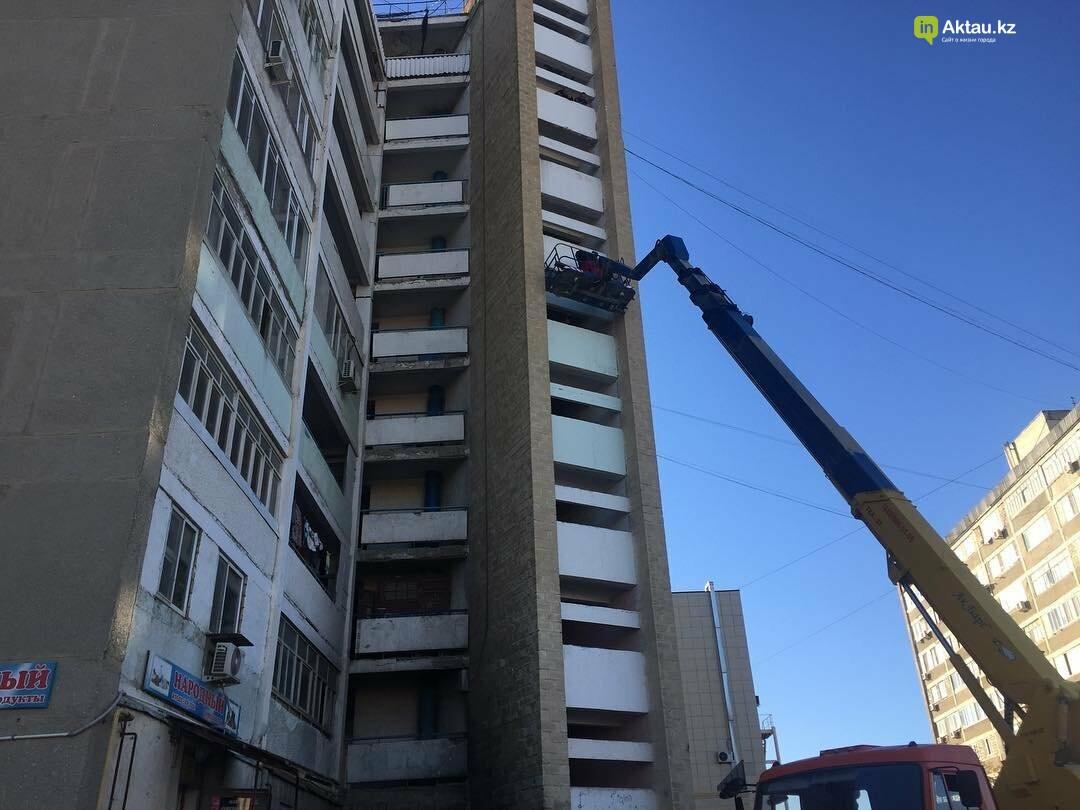 По поручению акимата починили обрушившуюся часть девятиэтажного дома в Актау, фото-1