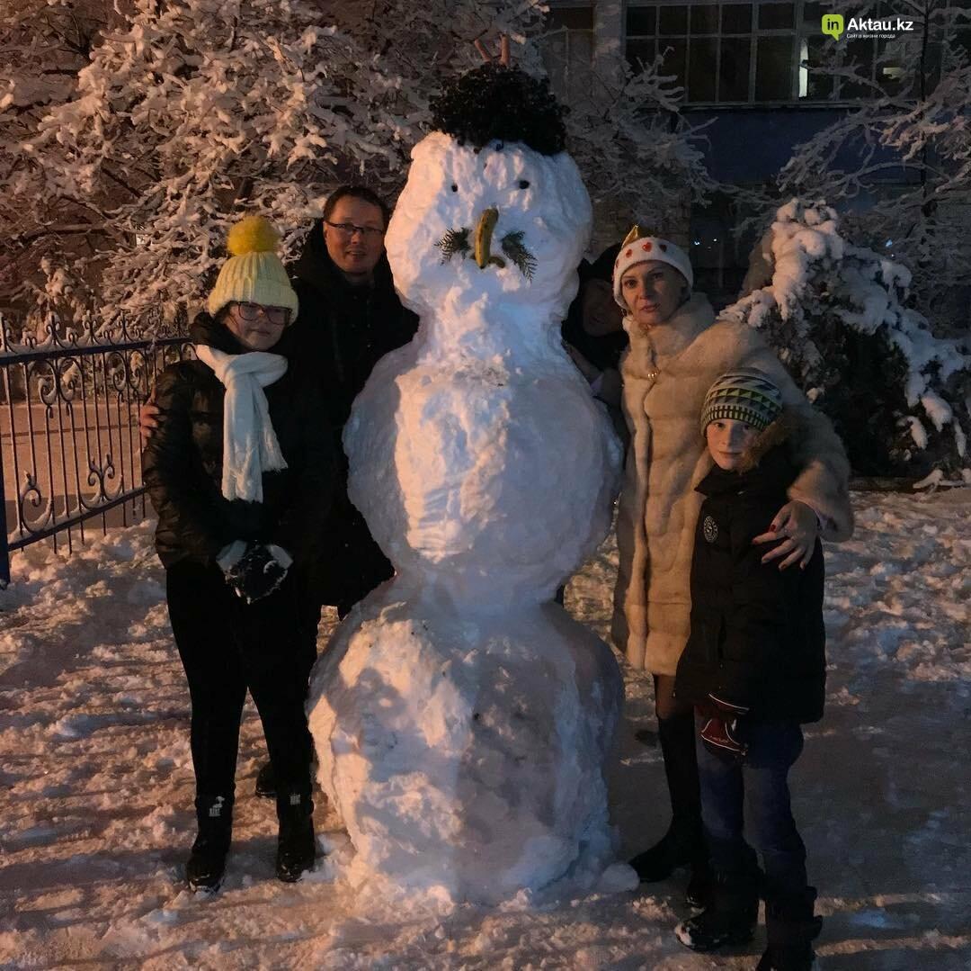 Снеговики и снежные бабы: как актаусцы развлекались 1 января (ФОТО), фото-25
