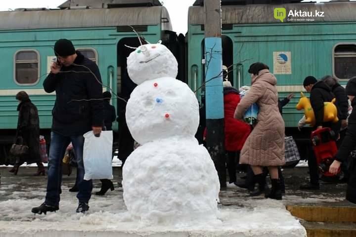 Снеговики и снежные бабы: как актаусцы развлекались 1 января (ФОТО), фото-11