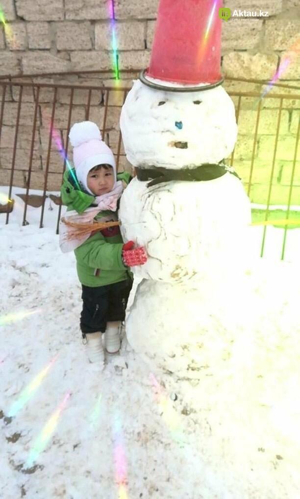 Снеговики и снежные бабы: как актаусцы развлекались 1 января (ФОТО), фото-16