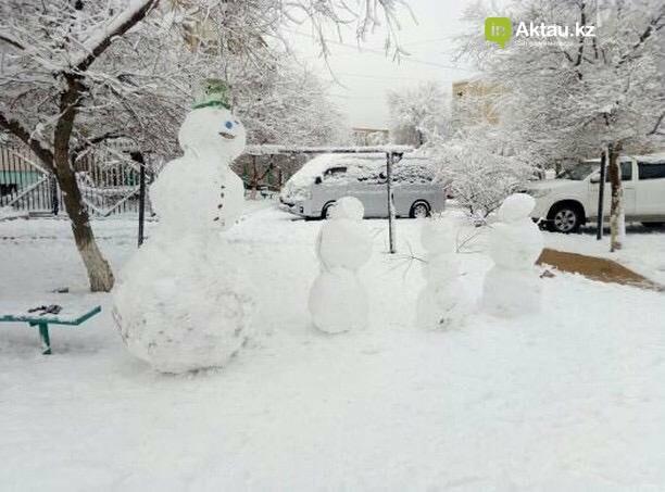 Снеговики и снежные бабы: как актаусцы развлекались 1 января (ФОТО), фото-12