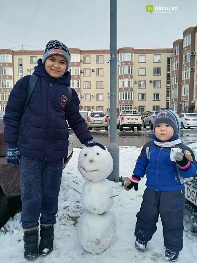 Снеговики и снежные бабы: как актаусцы развлекались 1 января (ФОТО), фото-24