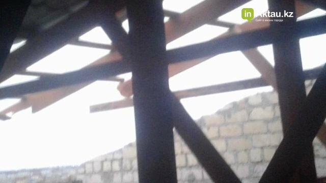 В Мангистау в жилом доме ветром сорвало крышу (ФОТО), фото-5