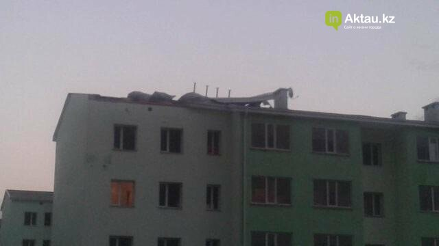 В Мангистау в жилом доме ветром сорвало крышу (ФОТО), фото-4