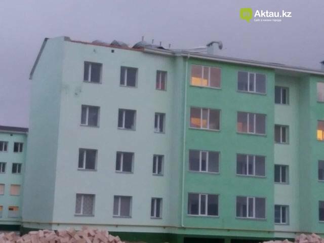 В Мангистау в жилом доме ветром сорвало крышу (ФОТО), фото-2