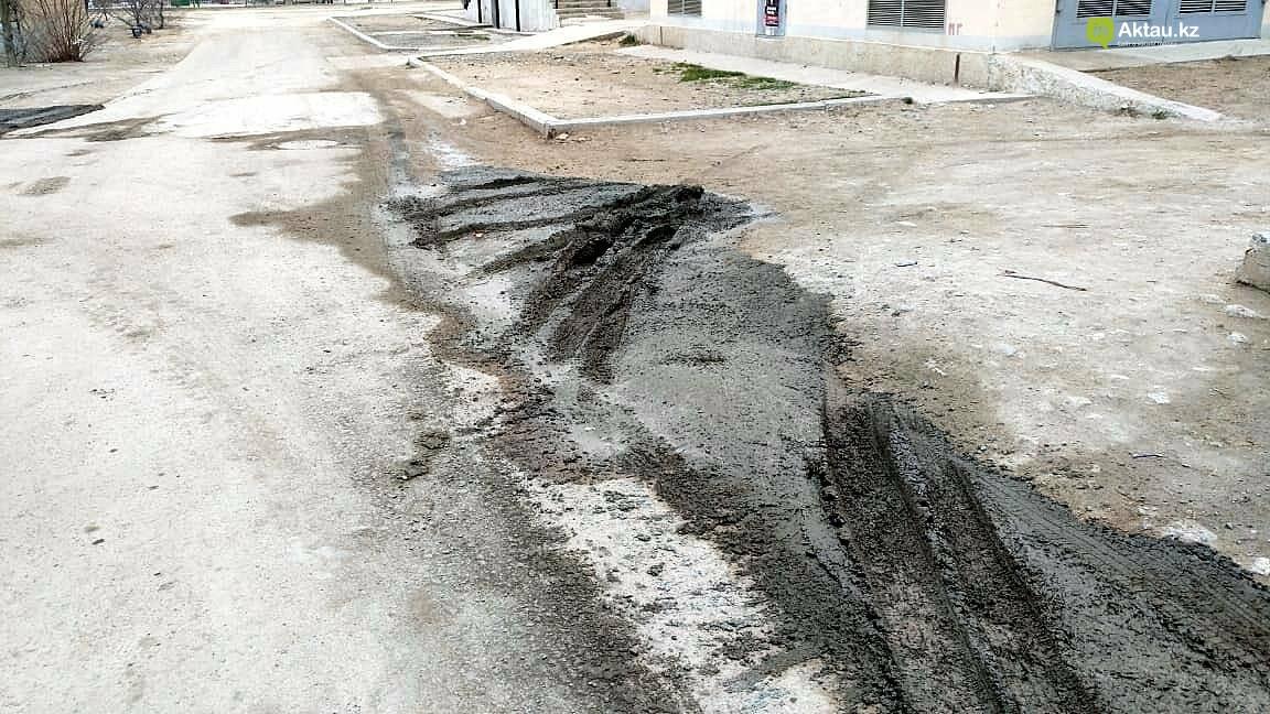 """""""Как волны Каспия"""": жители 2 микрорайона Актау недовольны качеством ямочного ремонта дороги, фото-3"""
