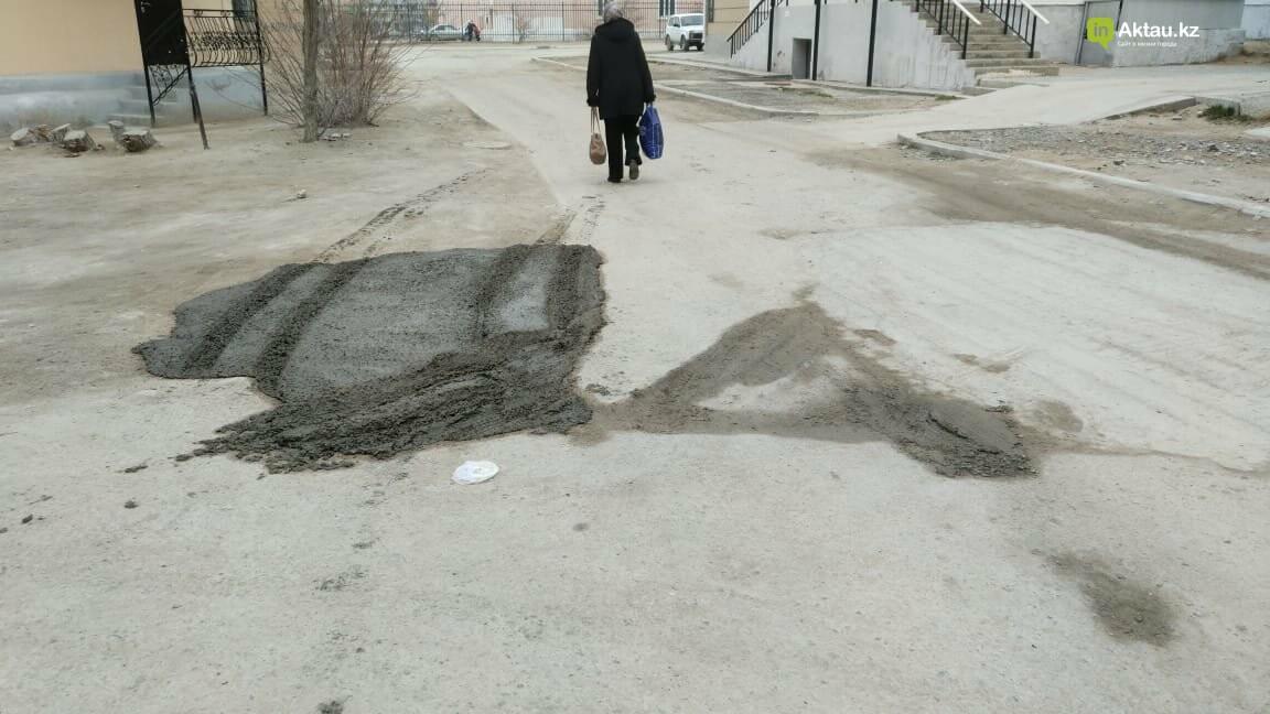 """""""Как волны Каспия"""": жители 2 микрорайона Актау недовольны качеством ямочного ремонта дороги, фото-2"""