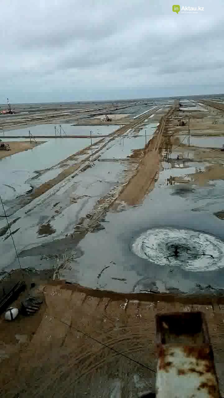 Видео аварии на месторождении Каламкас распространяется в Сети, фото-1