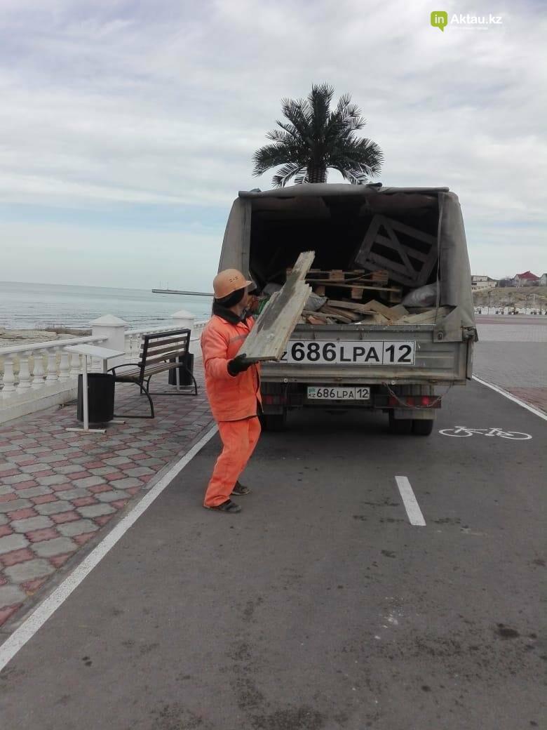 Почти сто тонн мусора вывезли из Актау после массовых гуляний, фото-6