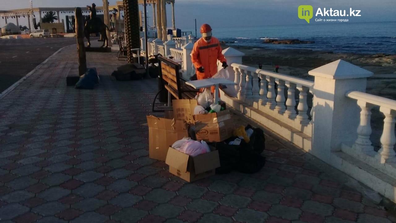 Почти сто тонн мусора вывезли из Актау после массовых гуляний, фото-5