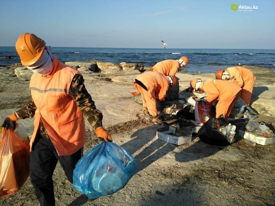 Почти сто тонн мусора вывезли из Актау после массовых гуляний, фото-3