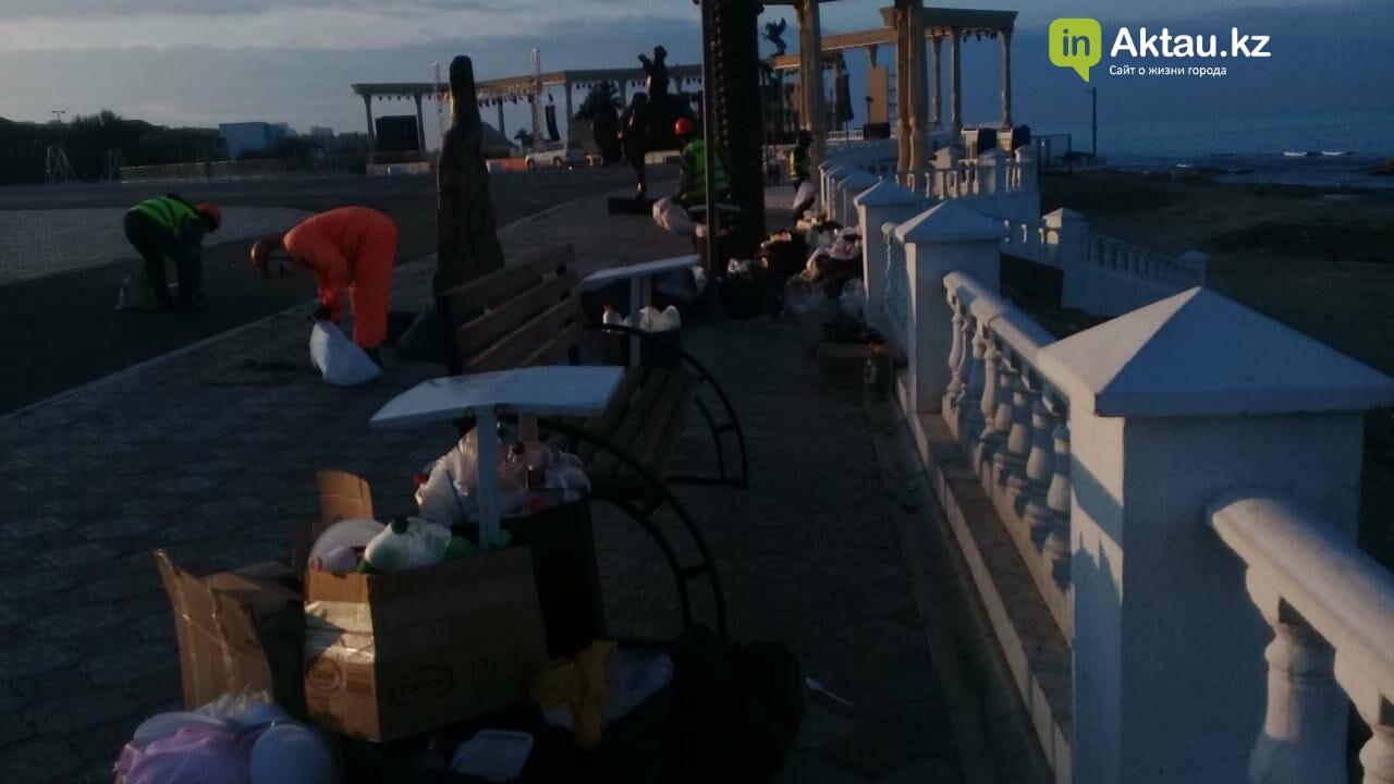 Почти сто тонн мусора вывезли из Актау после массовых гуляний, фото-2